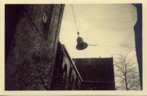 Terugplaatsen van de klokken na de oorlog.