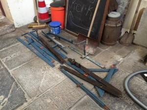 Het frame ligt beneden klaar voor transport naar de werkplaats.