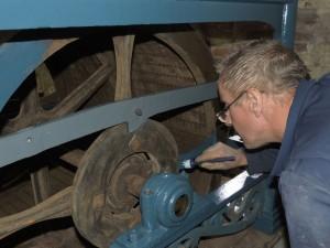 De spaken van de trommel worden ook blauw.