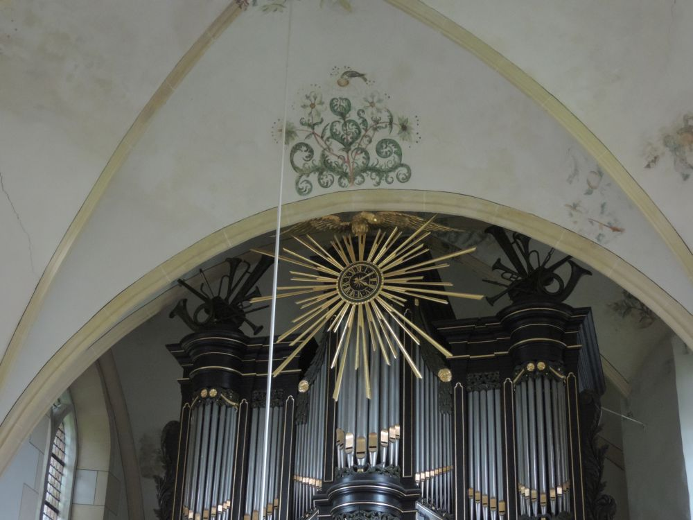 De wijzerplaat op het orgel.