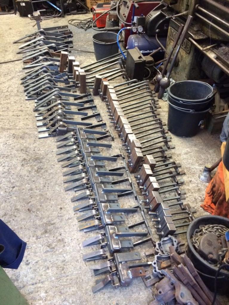 Het formaat van de hamers is aangepast aan de grootte van de klok