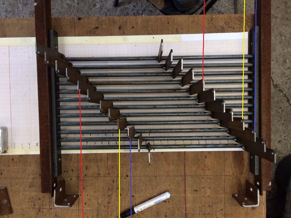 Gaat het linker rode draadje omlaag dan gaat het rechter rode draadje ook omlaag.