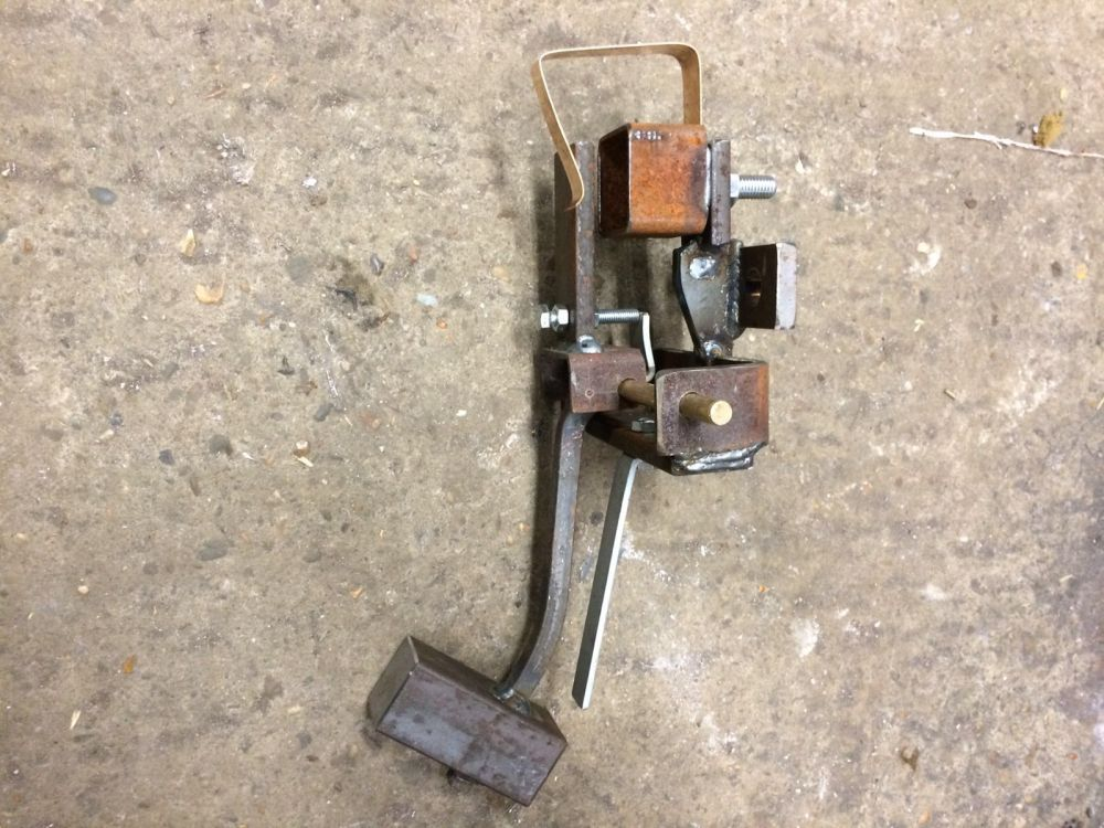 De nieuwe extra hamer. Het staal wordt net als de andere hamer grijs gemaakt (powdercoat)